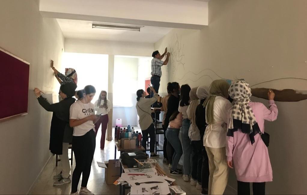 Kahramanmaraş'ta ressamlar okul duvarlarını süslüyor