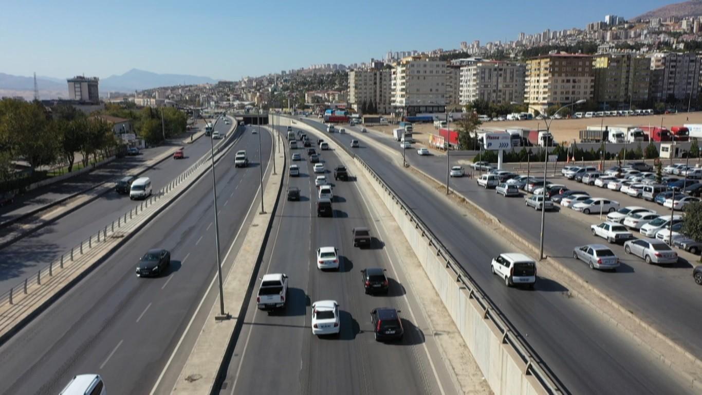 Kahramanmaraş'ta dernek açılışına 300 araçlık konvoy