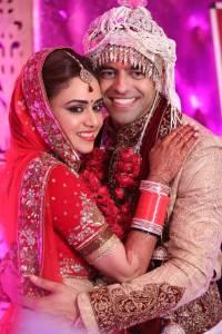 amruta-khanvilkar-age-wiki-bio-family-husband
