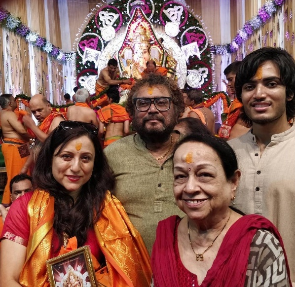 Kishori Shahane at GSB Ganapati With Family husband son Jadubai Jorat