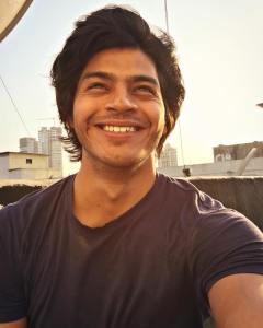 Challenging Roles Are Always Interesting- Abhijit Amkar | Takatak Chat | Selfie Video