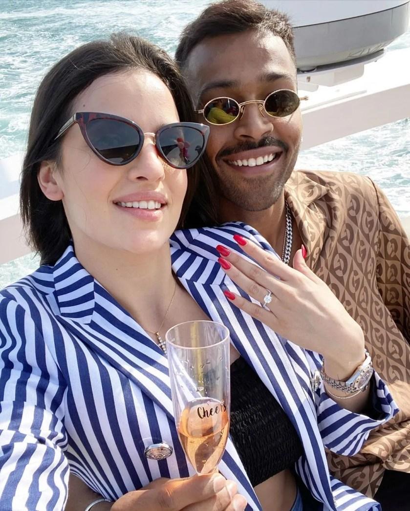 Hardik Pandya with wife