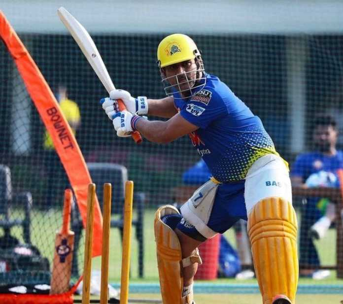 dhoni decides to stay at hotel till his team members reaches home