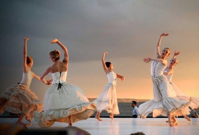 girls dancing in group