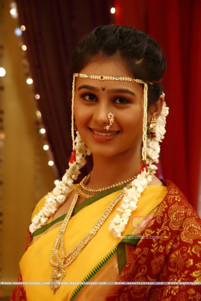 Mrunal Dusanis Marathi Actress Photos Wallpapers Biography