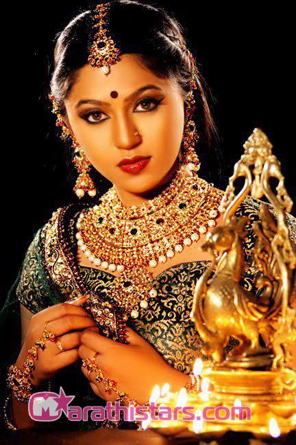 Hd Beautiful Indian Girl Wallpaper Mrunmayee Deshpande Marathi Actress Photos Biography Wiki