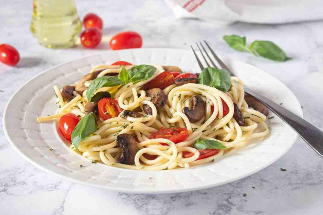 Carb-loading Pasta Recipe: Spaghetti Mushroom Aglio Olio 1