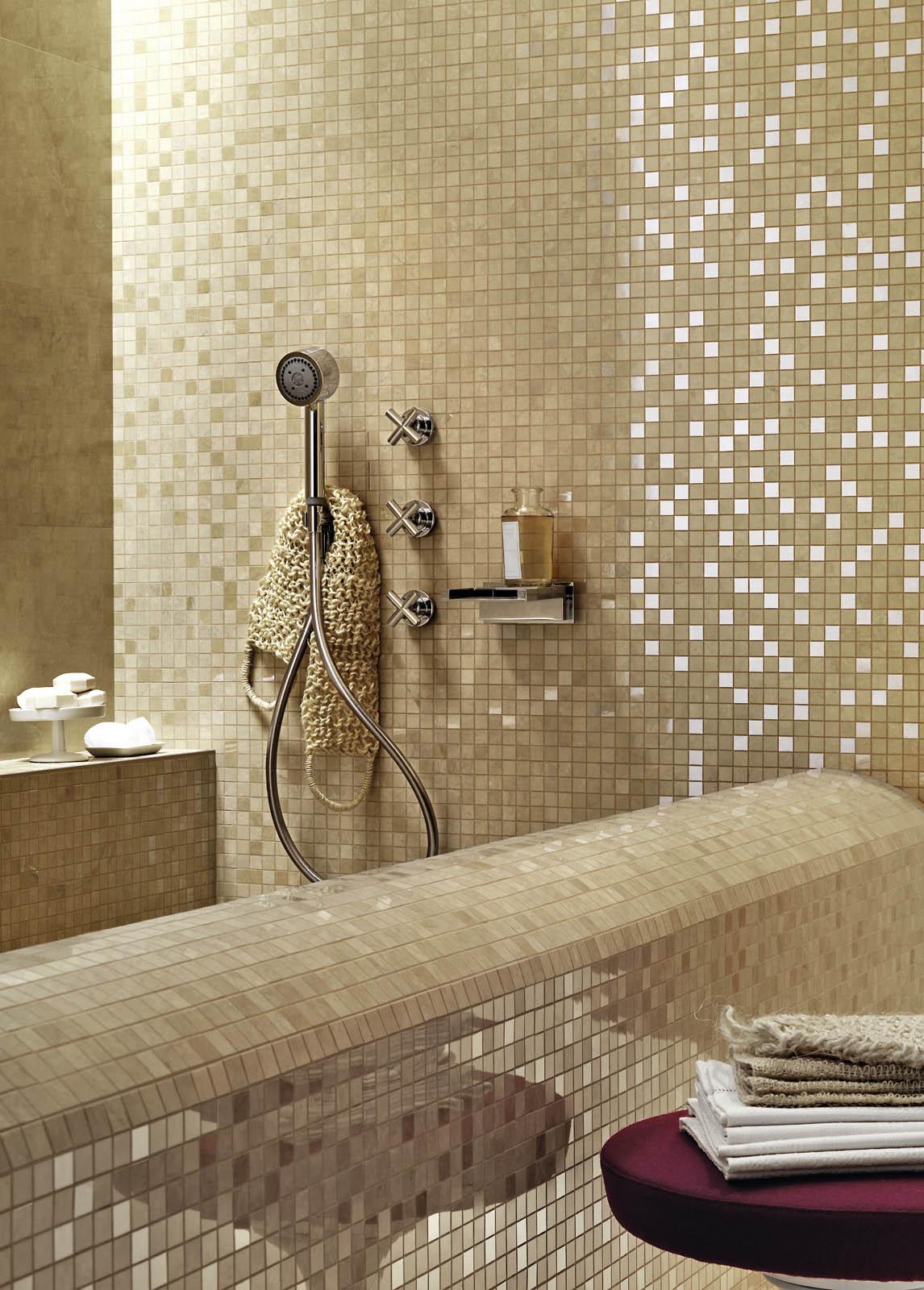 Rivestimento bagno nero e oro interessante piastrelle bagno nero