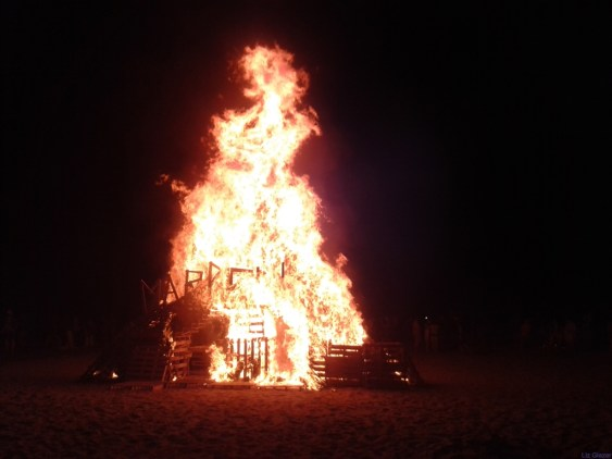 The main focal point of these celebrations are the enormous bonfires that are lit at allocated spots all along Marbella's coastline.