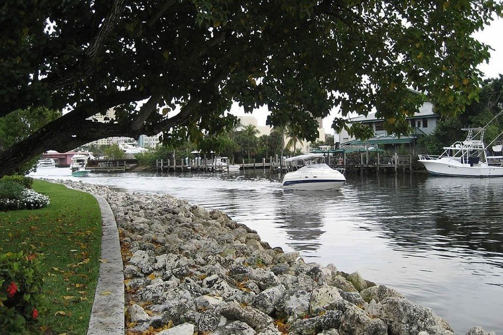 1024px-New_River_(Fort_Lauderdale)-357fc31b1a