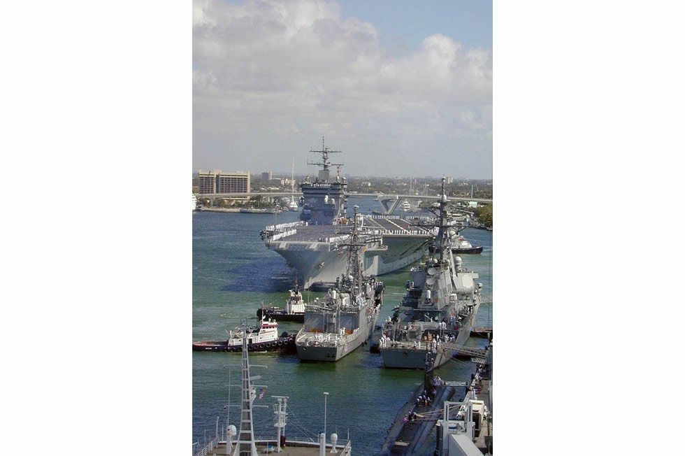 676px-USS_Enterprise_(CVN_65)_prepares_to_moor_at_Port_Everglades-5d36b0e353