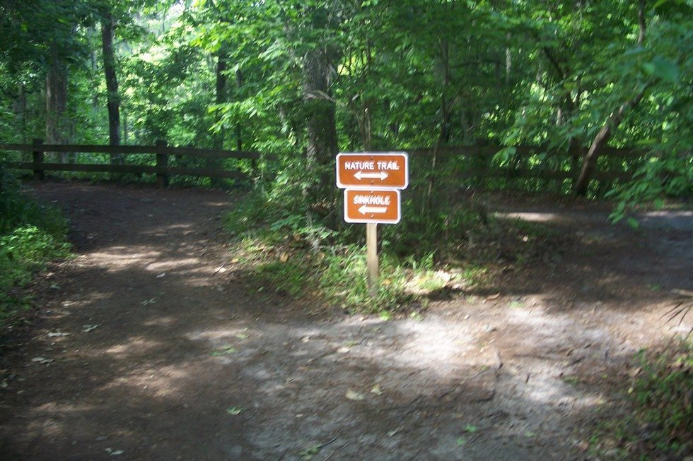 Gainesville_FL_Devils_Millhopper_sign01-4b893c636e