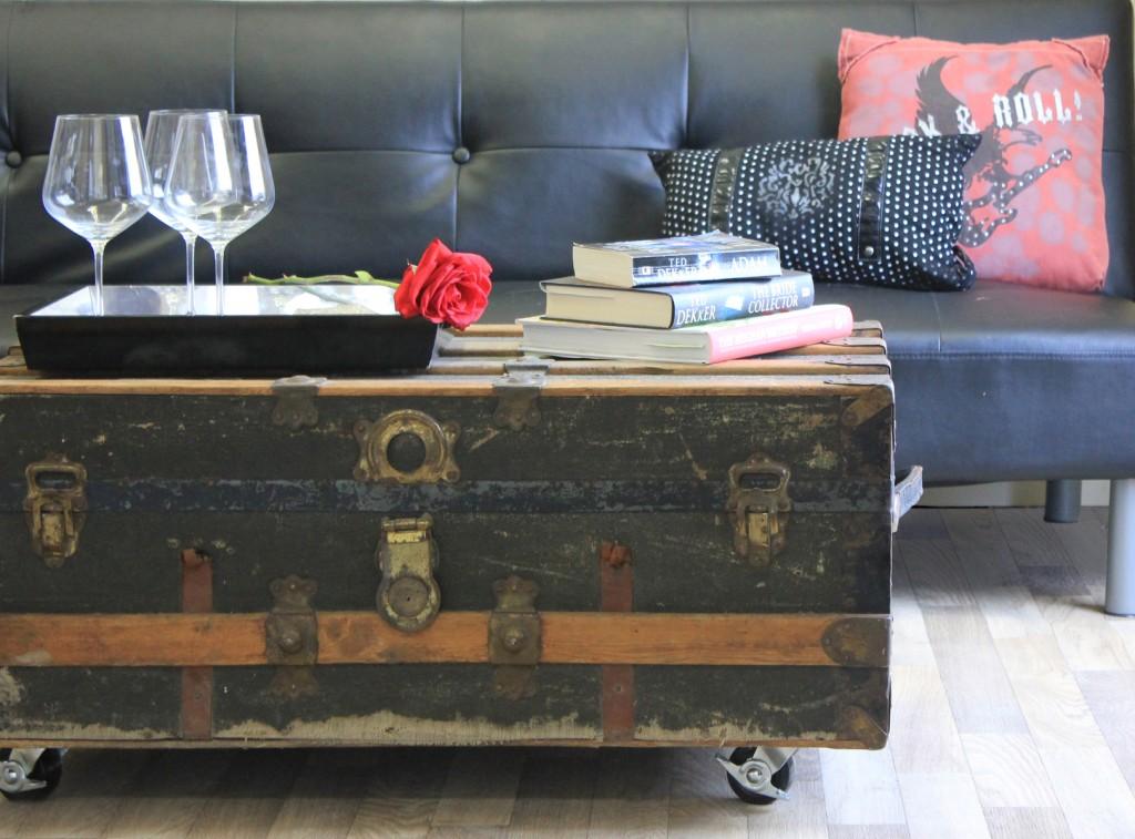 diy repurposed trunk coffee table