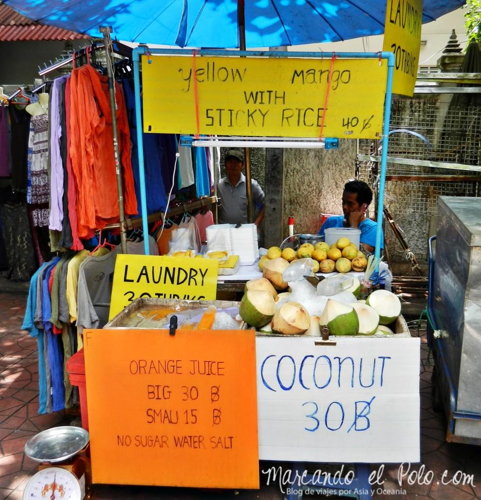 Primer viaje a Bangkok: Puesto callejero