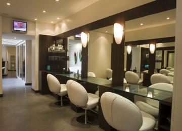 Un Salon De Coiffure Homme Moderne | Le Salon Karine Thomas Coiffeur ...