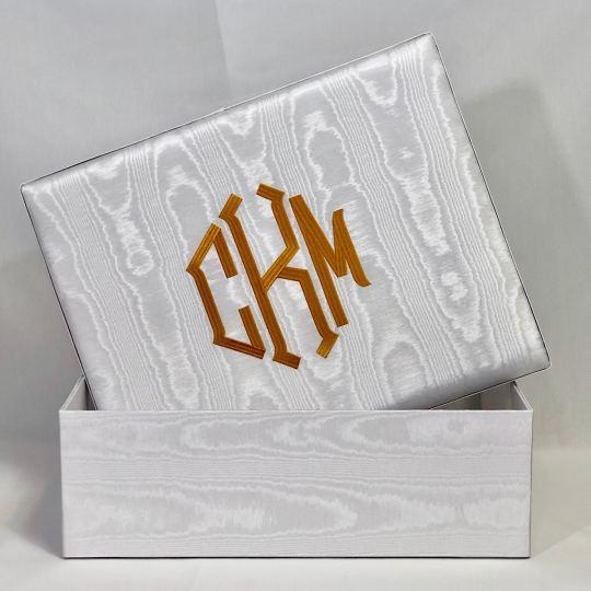 B21R-1-White-Moire-Gold-Thread-Point-Monogram