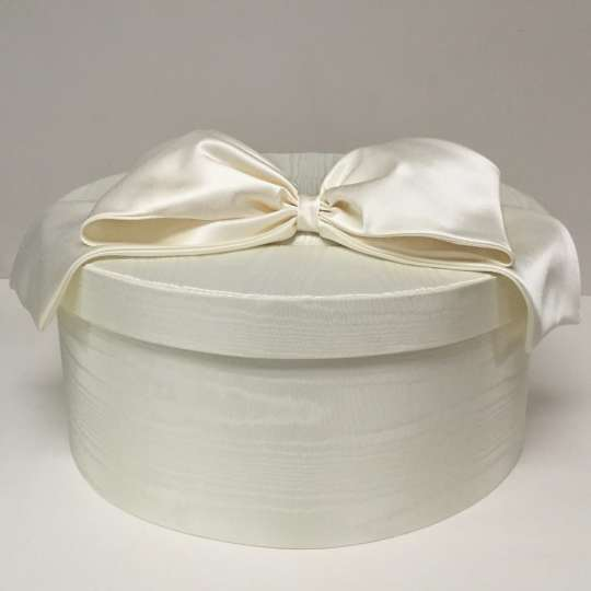 BBS16-1-Candlelight-Moire-with-Candlelight-Satin