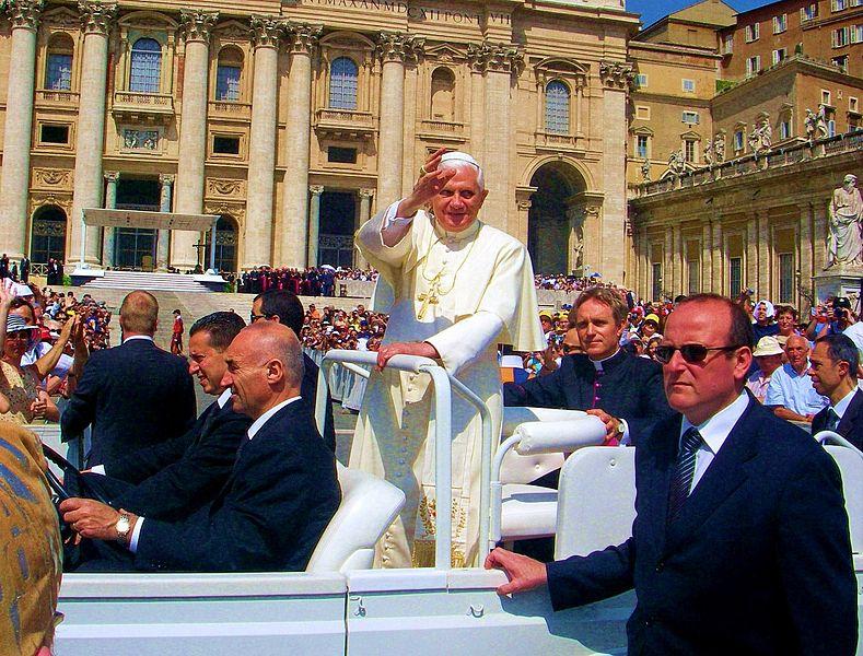 789px-Pope_Benedict_XVI.jpg