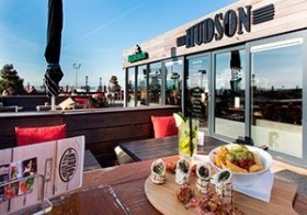 Hudson Bar & Kitchen aan zee