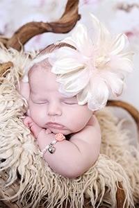 baby-armbandje-flower-met-bol-hartje-marcelineke