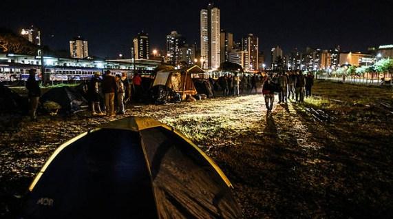 O Acampamento da Democracia fica em terreno nos fundos da Rodoferroviária de Curitiba. (Foto: Joka Madruga - Brasil de Fato)
