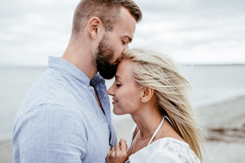 Hochzeitsfotograf Ostsee Ruegen Usedom Strand Paarshooting Engagement 007 A small Baltic Sea breeze - getting to know each other on the beach