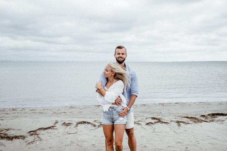 Hochzeitsfotograf Ostsee Ruegen Usedom Strand Paarshooting Engagement 012 Eine kleine Ostseebriese - Kennenlernshooting am Strand