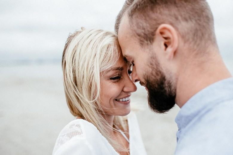 Hochzeitsfotograf Ostsee Ruegen Usedom Strand Paarshooting Engagement 036 Eine kleine Ostseebriese - Kennenlernshooting am Strand