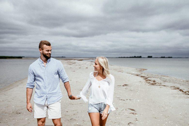 Hochzeitsfotograf Ostsee Ruegen Usedom Strand Paarshooting Engagement 046 Eine kleine Ostseebriese - Kennenlernshooting am Strand