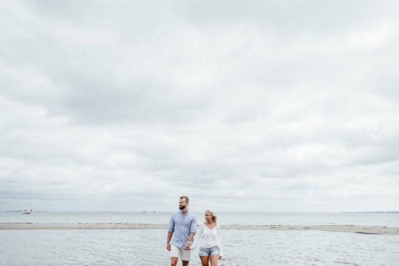 Hochzeitsfotograf Ostsee Ruegen Usedom Strand Paarshooting Engagement 060 Eine kleine Ostseebriese - Kennenlernshooting am Strand
