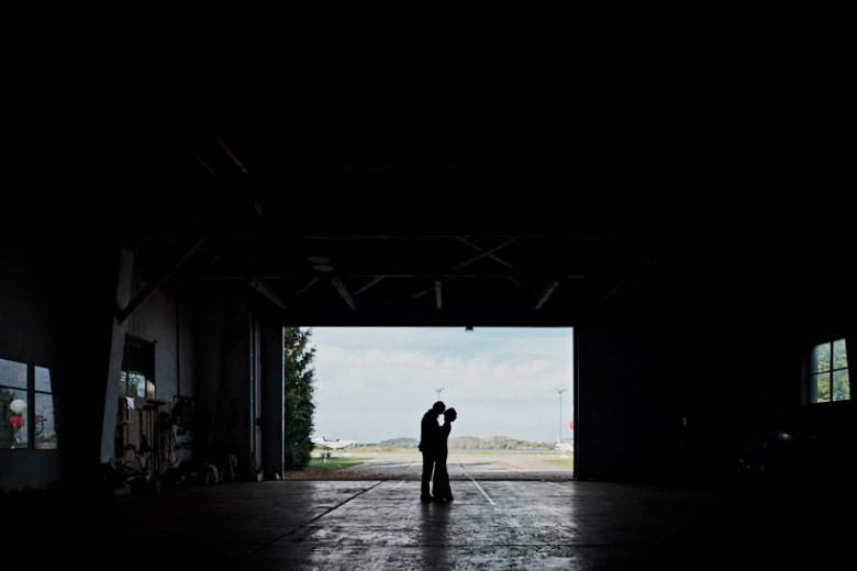 Marcel schroeder Hochzeit Fotograf Dresden Lausitz Flugplatz Bautzen 48 Verliebt über den Wolken Weingut, Weinberg, Verlobungsshooting, verlobt, verliebt, Reportagefotografie, Reportage, Paar, Liebe, Hochzeitsfotografie, Hochzeit, Fotoreportage, Fotografie, Fotograf, Engagement