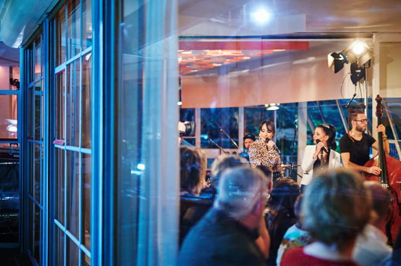 Setfotograf marcel schroeder fotograf privatkonzert event reportage 091 Privatkonzert im Haus Schminke Setfotograf, Reportage, kommerziell, journalistisch, Görlitz, Fotografie, Fernsehen, Eventfotografie, Business, Begleitung