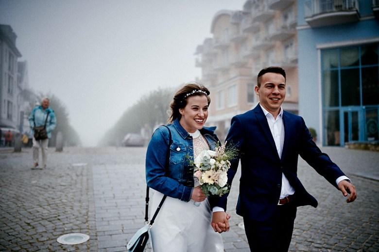 Hochzeitsfotograf Fotograf Ruegen Ostsee Sellin Binz Usedom Header 024 intime Hochzeit auf Rügen verliebt, Reportagefotografie, Reportage, Liebe, Langeoog, Hochzeitsfotografie, Hochzeit, gleichgeschlechtlich, Fotoreportage, Elopement
