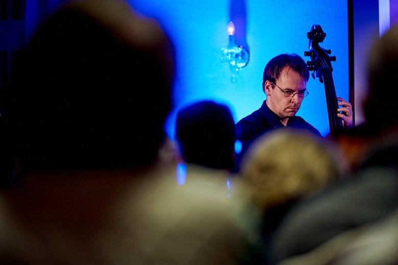 Marcel Schroeder Fotograf Reportage Fotoreportage Lesung Marktquartier 20 musikalische Lesung - eine Reportage