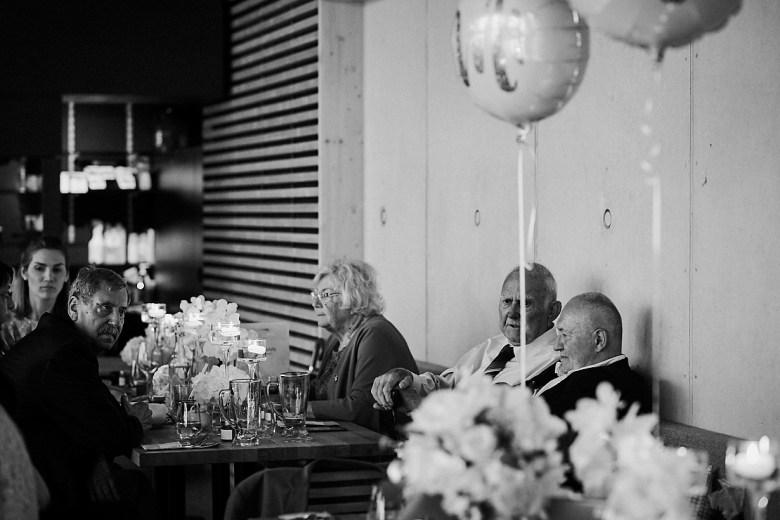 Marcel Schroeder Fotograf Bieleboh Loebau heiraten Bautzen Berghochzeit Reportage Hochzeit 104 Berg-Hochzeit auf dem Bieleboh verliebt, Reportagefotografie, Reportage, Liebe, Langeoog, Hochzeitsfotografie, Hochzeit, gleichgeschlechtlich, Fotoreportage, Elopement