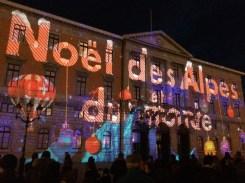 Noël à Annecy est un moment d'exception, en plus du charme du marché de noël, les illuminations majestueuses de la façade de l'hôtel de ville éblouissent les yeux admiratifs du grand public et créent une ambiance chaleureuse et conviviale