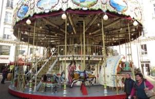 561x360_carrousel-installe-place-royale