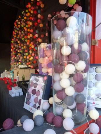 Chalet de guirlandes lumineuses au marché de noël de Nantes