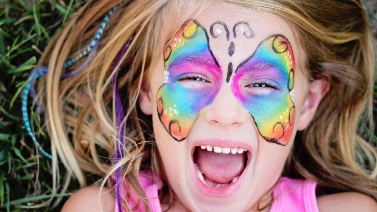 Animation maquillage pour les enfants sur le Marché de Noël de Nantes