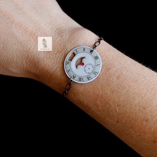 3c bracelet cadran blanc rond ajouré strass rouge la manufacture de lady s bijoux steampunk