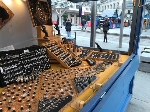 Chalet de bijoux en argent au marché de noël d'Angers