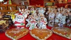 Découvrez une atmosphère douce et sucrée à travers un pain d'épices savoureux et décoré aux couleurs de Noël