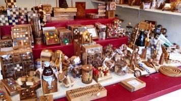 jeux et casse-tête en bois au marché de Noël du Mans