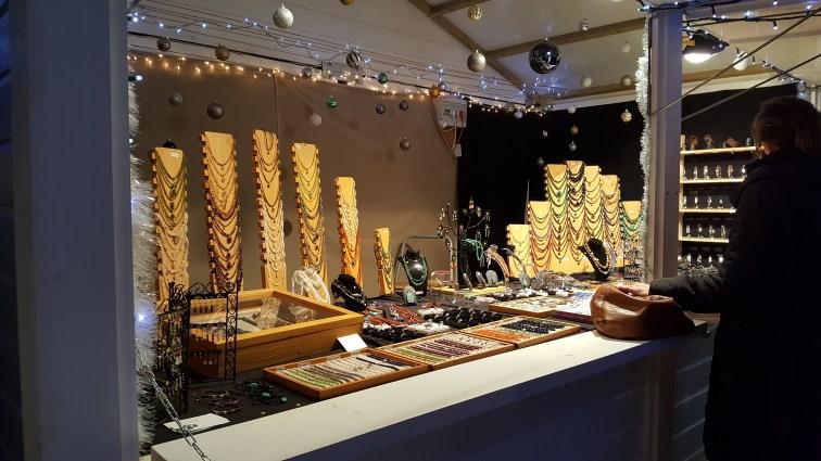 Chalet de bijoux au marché de noël de Rouen