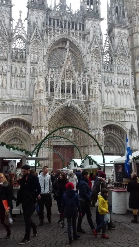 Jolis chalets et cathédrale de Rouen