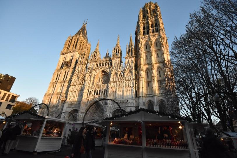 La Cathédrale au soleil, avec les beaux chalets