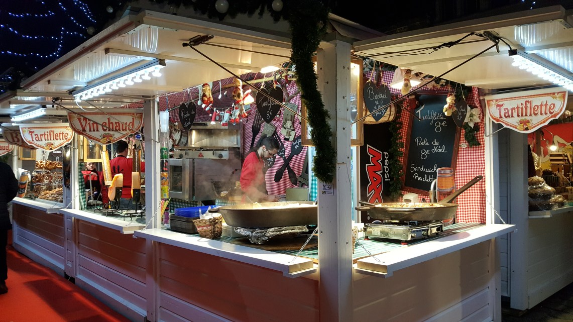 Chalet de vins et tartiflette au marché de noël de Rouen