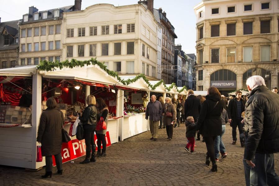 Matin d'affluence sur le marché de Noël de Rouen Photos Jean-Pierre Sageot