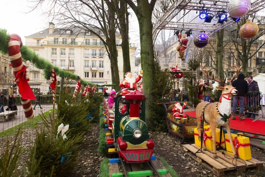 Le petit train du marché Photos Jean-Pierre Sageot