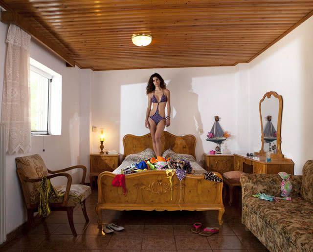 Espejos y Ventanas  Habitaciones de mujeres jvenes en